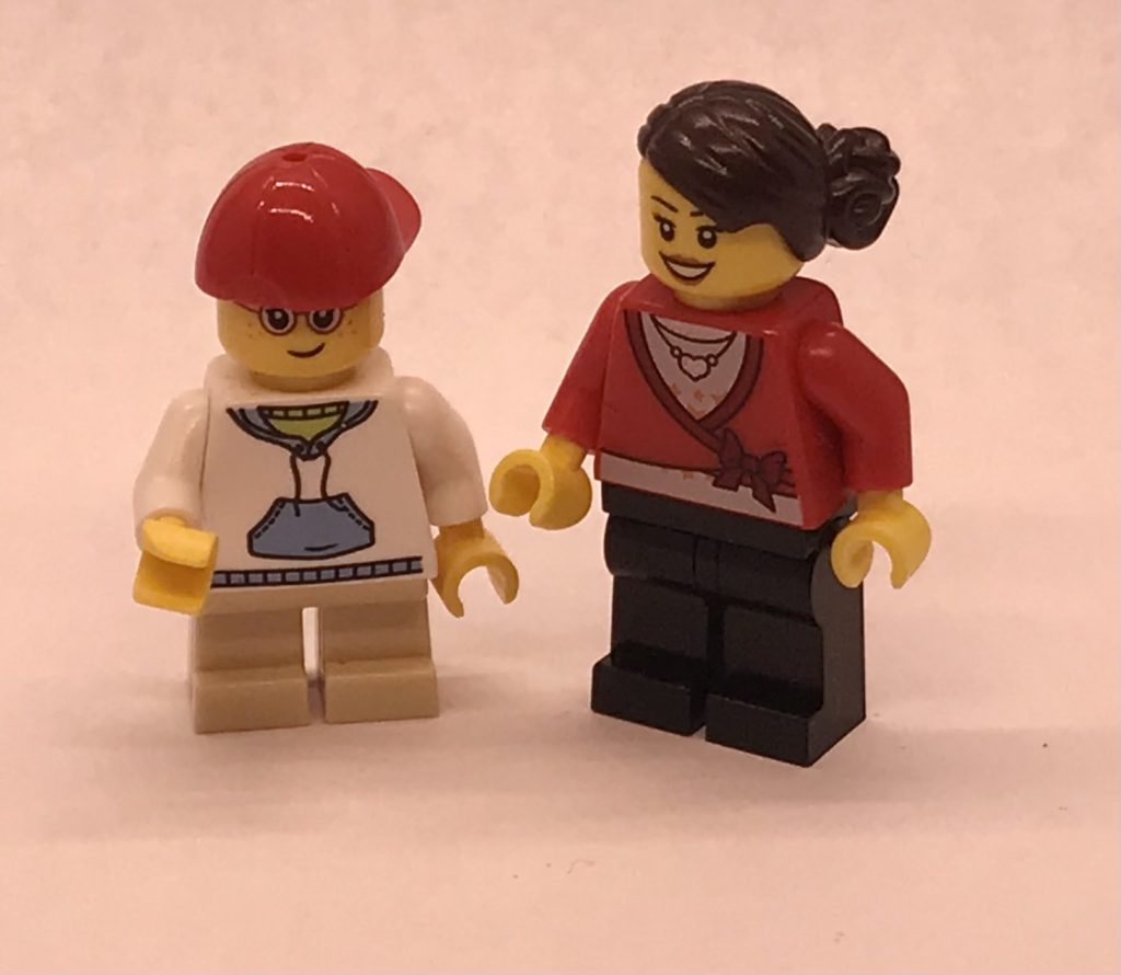 Child and Mom minifigs